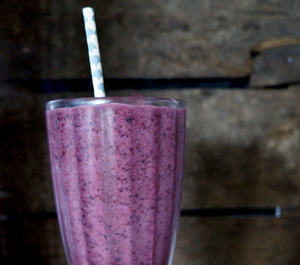 Blueberru & almond smoothie