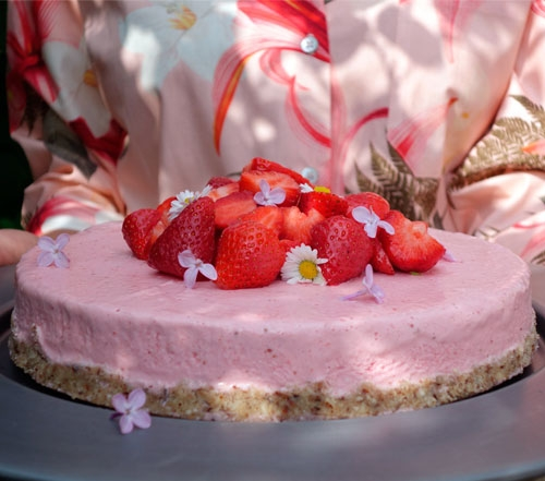 Frozen strawberry cheesecake