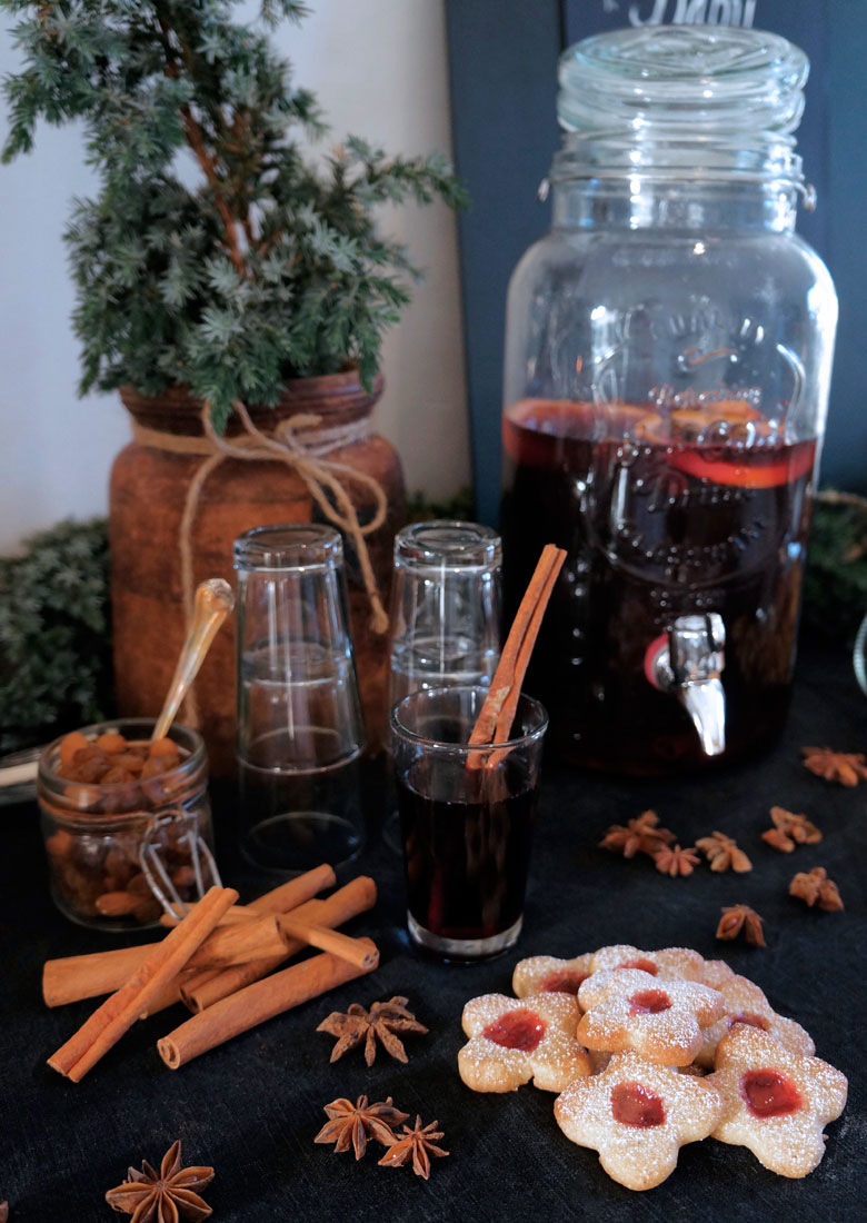 Mulled wine & Christmas biscuits