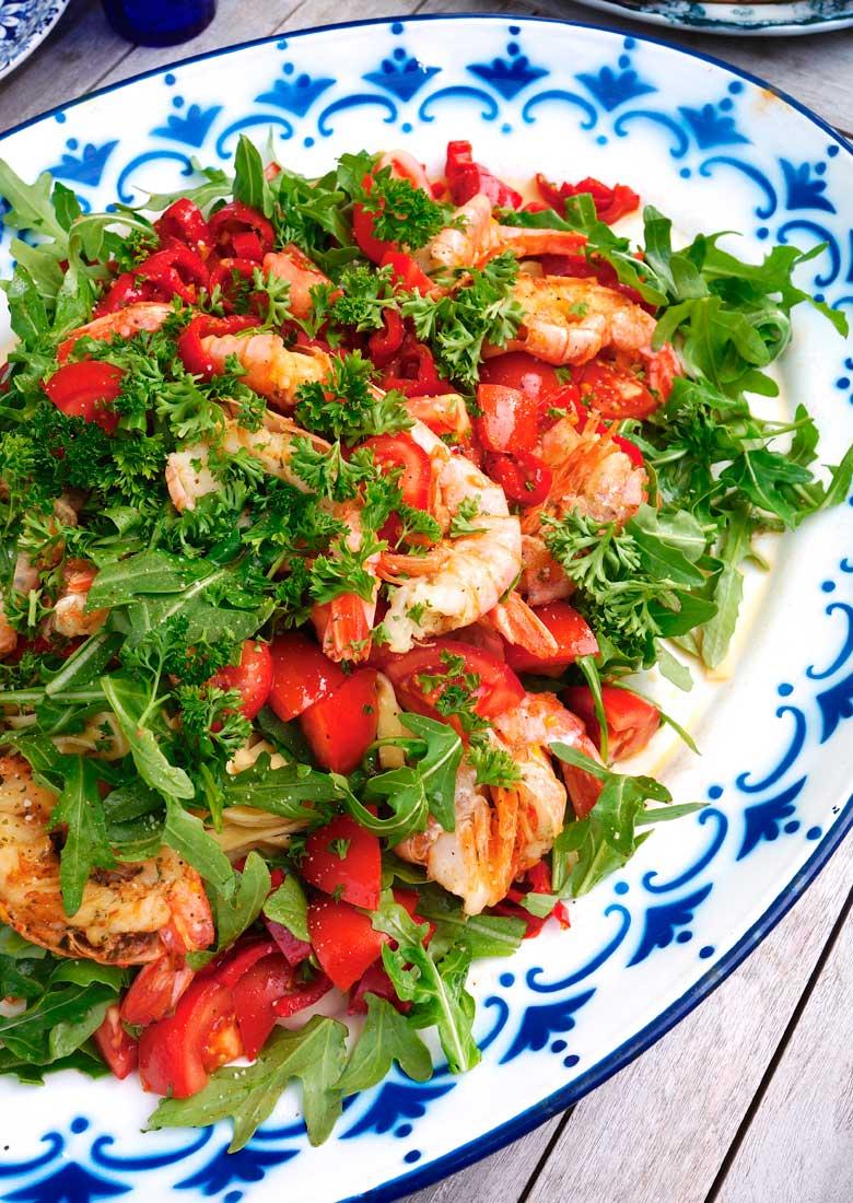 Fettuccini with prawns and arugula